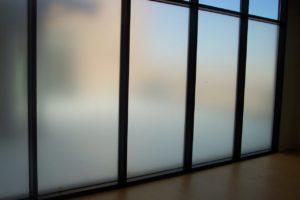 Белая матовая пленка на окна
