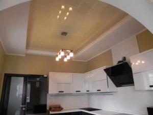 ПВХ натяжной потолок для кухни